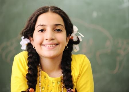 petite fille musulmane: Les enfants � l'�cole en classe Banque d'images