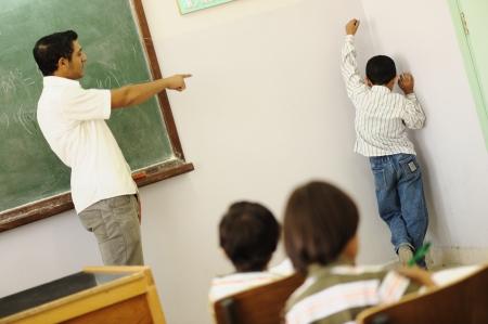 middle class: Los ni�os en el aula de la escuela Foto de archivo