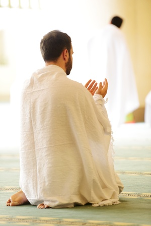 ramadhan: Muslim wearing ihram clothes and ready for Hajj