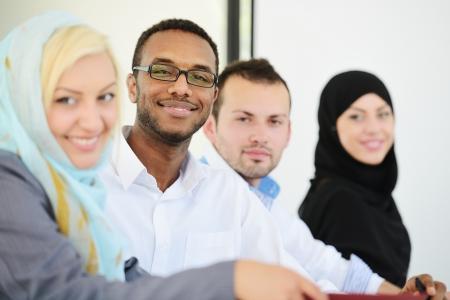 femmes muslim: Peuples arabes ayant une r?union d'affaires Banque d'images