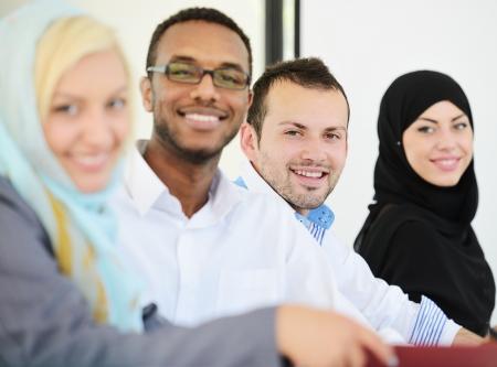 femme musulmane: Peuple arabe ayant une r�union d'affaires Banque d'images