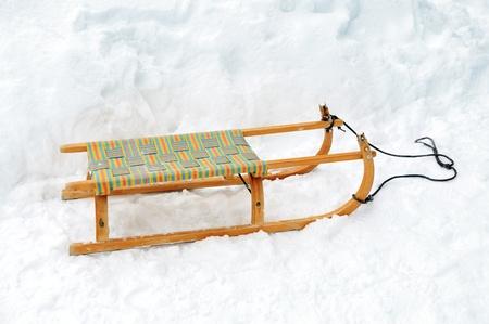 juguetes de madera: Trineo de madera en la nieve