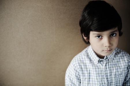 Closeup Porträt von fröhlichen kleinen Jungen