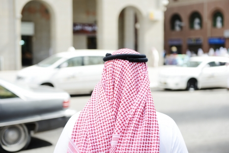 thoub: Arabic businessman walking Stock Photo
