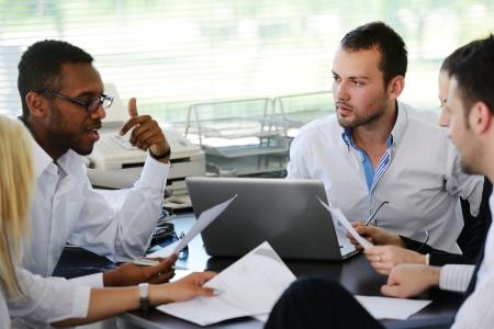 multi race: Reuni�n de negocios