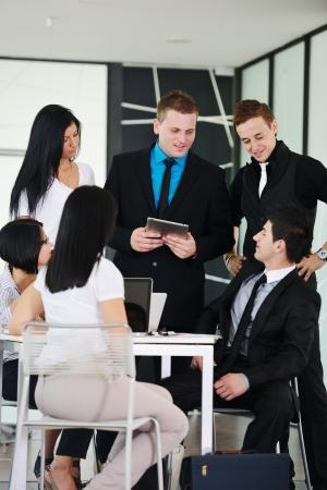 Obchodní vedení na setkání diskutují práce