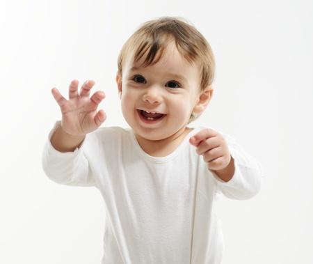 Portrait de très heureux bébé garçon souriant
