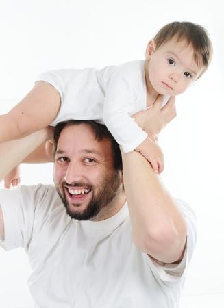 hijos: Padre joven que juega con su pequeño bebé