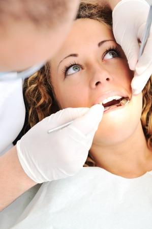 치과 의사 사무실 충치 예방에 건강한 치아 환자 스톡 콘텐츠