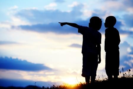 활발한 시간을 보내고 더 좋은 미래를 찾고있는 아이들