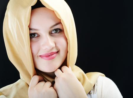 Mladá krásná muslimská dívka portrét