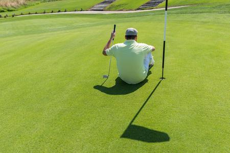 sucessful: Man playing golf at club