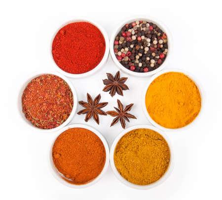 badiane: Spices in porcelain plates