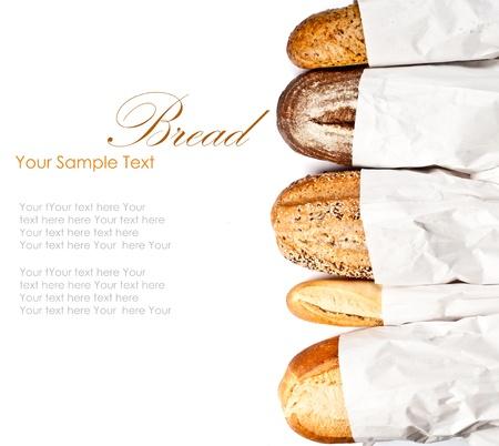Frisch gebackenes traditionelles Brot und Weizen