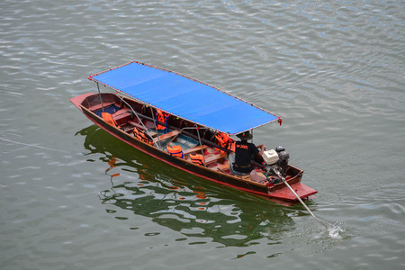 long tail: The long tail boat