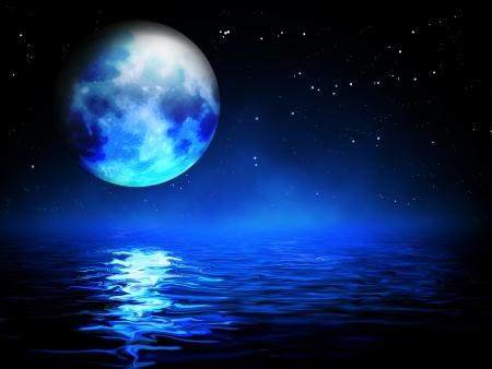 luz de luna: luna sobre el mar - paisaje nocturno Foto de archivo