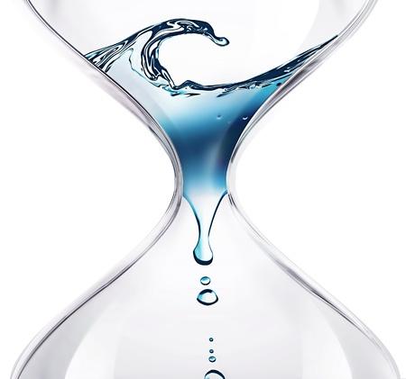 agua: reloj de arena con gotas de agua close-up