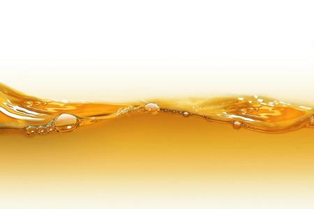 caramelo: Aceite de onda en un fondo blanco Foto de archivo