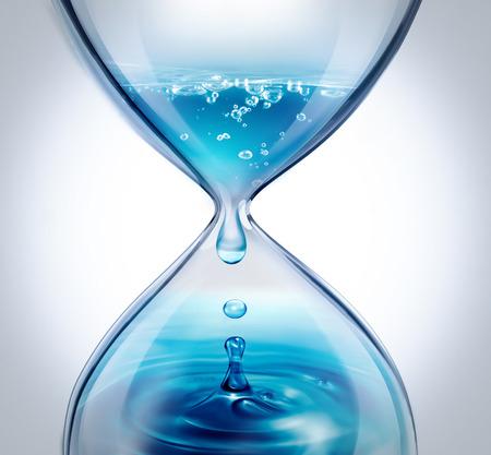 reloj de arena con el agua que gotea de primer plano sobre un fondo claro