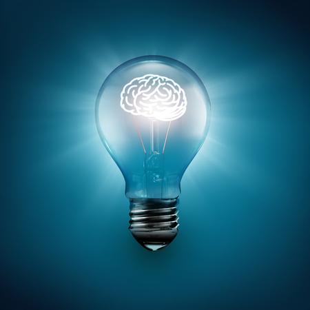 bombillas: cerebro que brilla intensamente dentro de la bombilla, el concepto de idea imagen