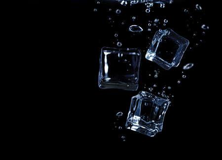 Ice cubes underwater Foto de archivo