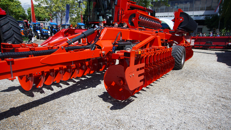 The disk harrow. Agricultural machinery for processing of the soil in the field. Banque d'images - 95452274