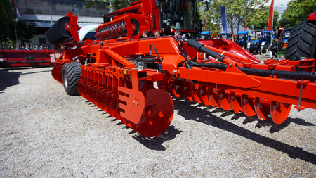 The disk harrow. Agricultural machinery for processing of the soil in the field. Banque d'images - 95806230