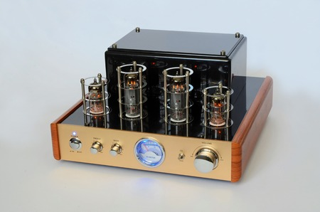 solid state: Vacuum tube stereo amplifier