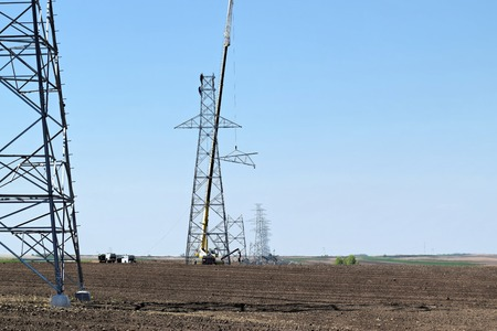 rigger: Power lines in construction