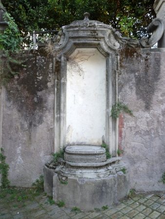 An empty white niche at Villa Sciarra in Rome, Italy Stock Photo - 24690794