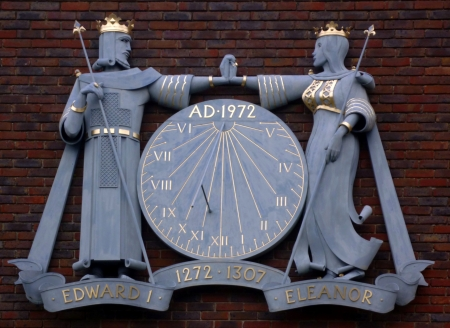 king edward: Sun dial depicting King Edward �Longshanks� and his wife Queen Eleanor