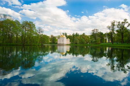 Beautiful scenery of the lake to the house Stock Photo - 13759179