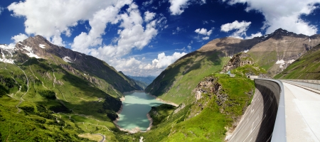 ice dam: The Kaprun reservoir in the high Alp mountains in Austria Stock Photo