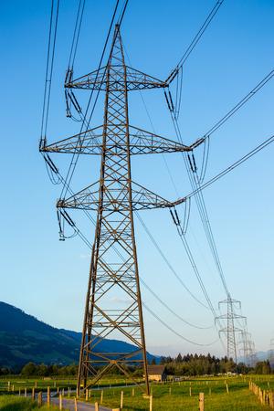 青い澄んだ空と電線