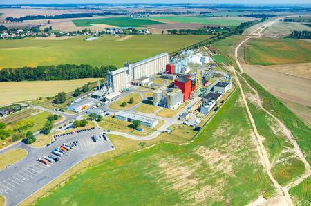 現代のバイオ燃料工場の空中写真