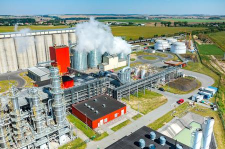 Vista aérea de la fábrica de biocombustible moderna