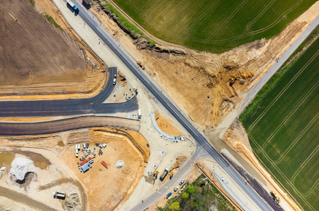 Luchtfoto van de nieuwe weg bouwplaats
