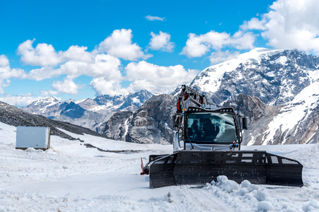 arando: Large view on the snowplows in the high Alps Austria