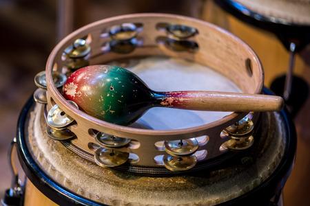 Dichtbijzicht op het traditionele instrument rammelaar