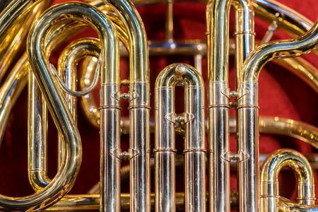 soprano saxophone: Cerrar vista sobre el trombón clásico instrumento