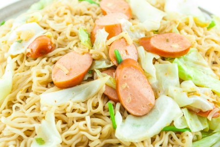 quick snack: Noodles with Fried Vegetables and sausages