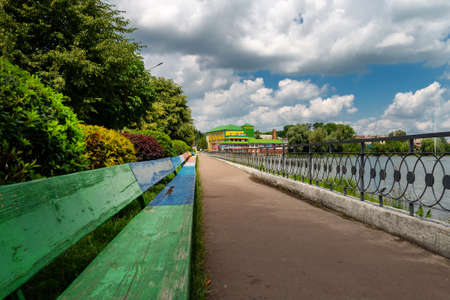 The longest bench on the embankment in Ukraine. 免版税图像