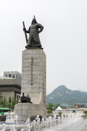 Statue of Yi Sun-sin in Seoul and the background of Gyeongbokgung