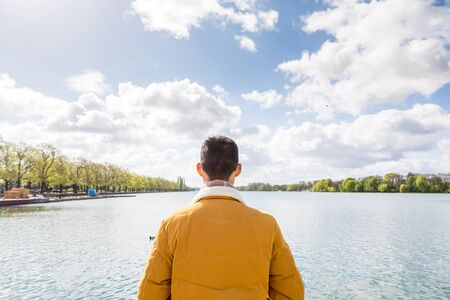 A Chinese tourist standing in front of the maschsee Lake of Hannover, Germany. Stockfoto - 140412453