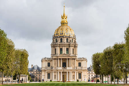 Les Invalides formally The National Residence of the Invalids, a complex of buildings in the 7th arrondissement of Paris, France, containing museums and monuments Redactioneel