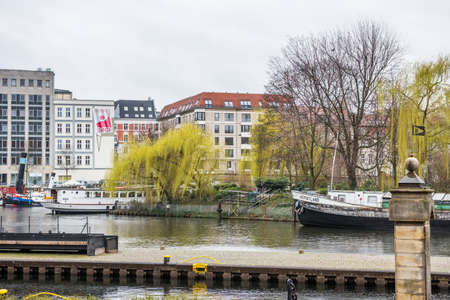 Buildings at the riverbank of Spree river in the downtown of Berlin, Germany. Editoriali