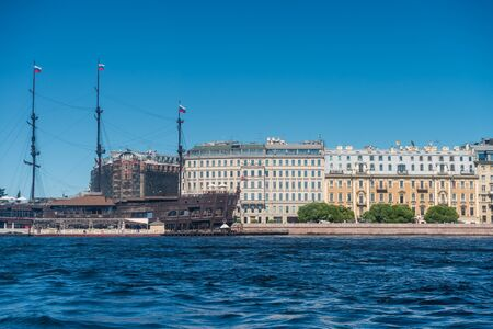 Old wooden ship on the Neva river and building on the riverbank in St. Petersburg, Russia. 版權商用圖片