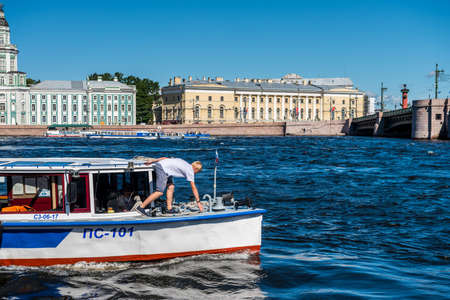 Cruise ship sailing at the Bolshaya Neva River, the largest armlet of the river Neva in St Petersburg, Russia. Editoriali