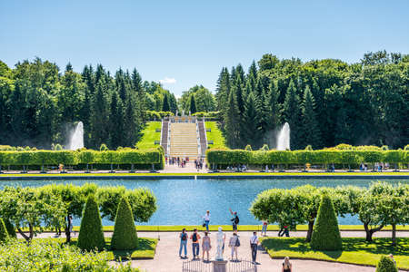 Beautiful garden with a lake located at the Peterhof gardens, the summer palce of the Peter the great in Saint Petersburg, Russia. Editoriali