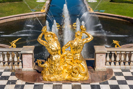 Samson fountain inside of the summer palace of peter the great in Saint Pertersburg, Russia. Editoriali